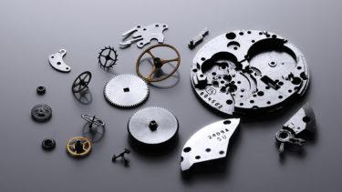 腕時計のムーブメントを分解